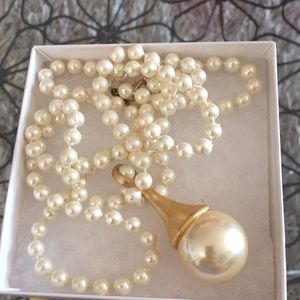 Vintage EXPRESS pearl necklace
